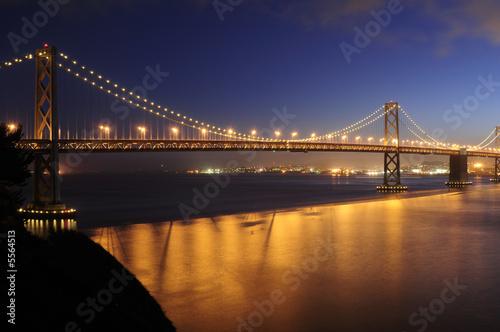 Deurstickers Bruggen Bay Bridge, San Francisco glows in the dusk
