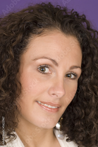 Fototapety, obrazy: a beautiful smiling woman against purple background