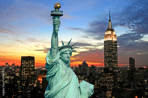 obraz lub plakat The Statue of Liberty and New York City skyline