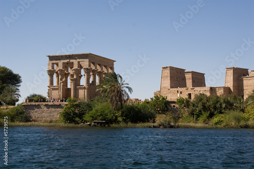 Tuinposter Egypte Temple of Philae view from the Nile