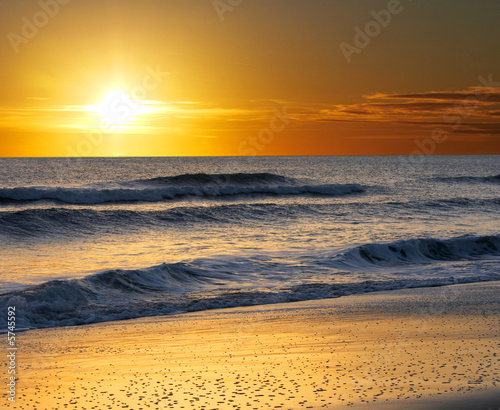 Foto Rollo Basic - a picture of ocean water, sand and sun