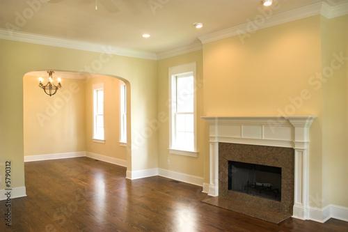 Fotografía  unfurnished livingroom with fireplace