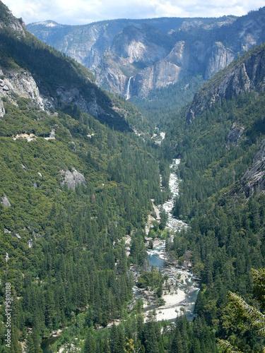 Foto auf Gartenposter Reflexion Entrée dans la vallée Yosemite Valley