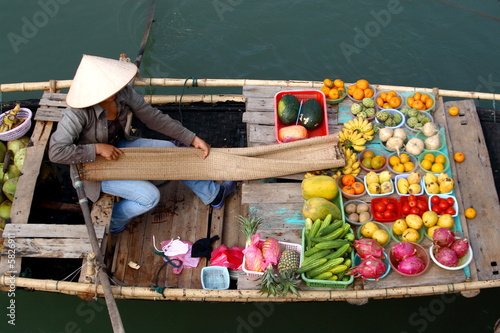 Photo  floating market in vietnam