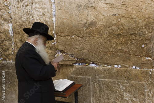 The prays in western wall in Jerusalem