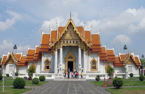 Budhist temple in Bangkok. People faces blured. Wallpaper Mural