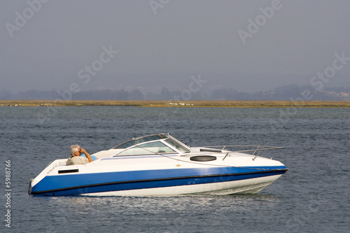 Poster Nautique motorise luxury recreation boat in the ocean