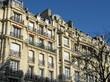 Ilmmeubles parisiens de pierre au soleil