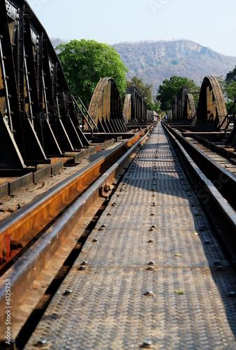 pont de la riviere kwai, les rails de l'enfer Wallpaper Mural