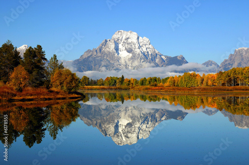Poster Bergen Reflection of mountain range in lake, Grand Teton National Park