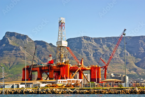 Foto op Plexiglas Afrika oil rig in the ocean bay of cape town, south africa