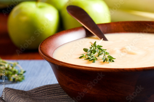 Foto auf Gartenposter Vorspeise Apple and Leek Soup