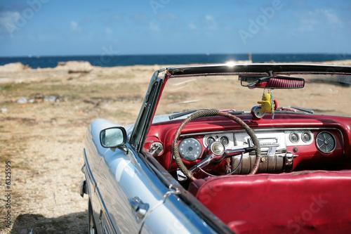 Türaufkleber Autos aus Kuba cuban vintage car parked on the seacost in havana
