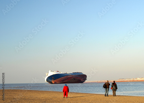 Ship run aground with sightseers Canvas Print