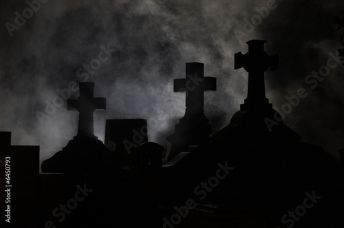Spoed Foto op Canvas Begraafplaats Headstone cross in Graveyard at night.