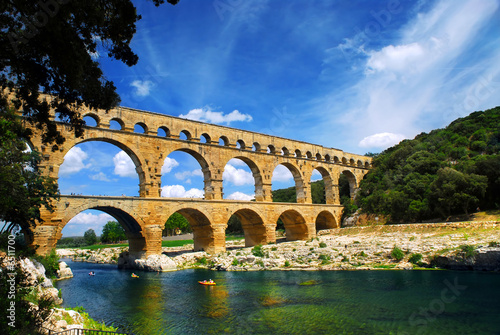 La pose en embrasure Ponts Pont du Gard in southern France