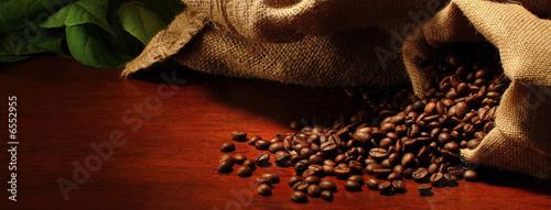 Café en grains sacchetti con chicchi di caffè