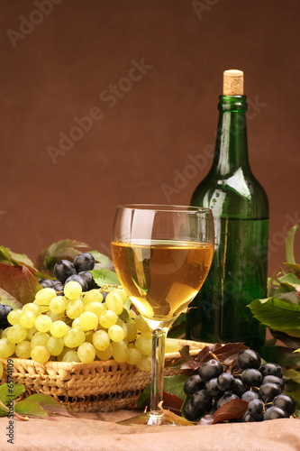 Foto op Canvas Alcohol Wine glass with bottle