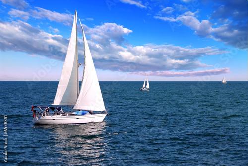 Sailboats at sea Tablou Canvas