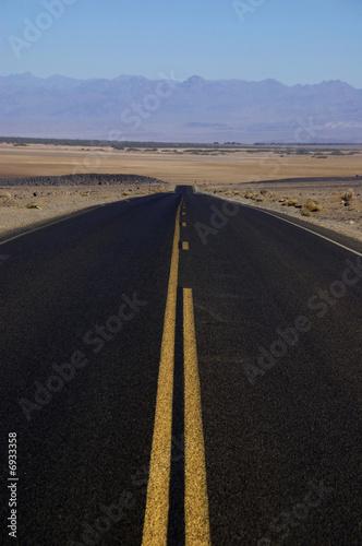 Photo  Road crossing Death Valley