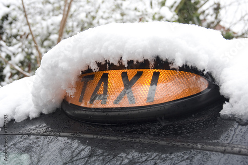 Valokuva  London Black Taxi Covered in snow