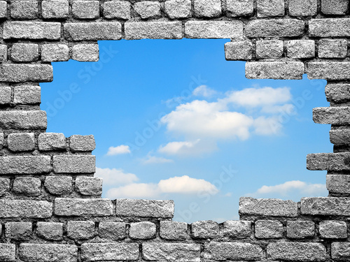 Tablou Canvas un trou dans le mur vers la liberté