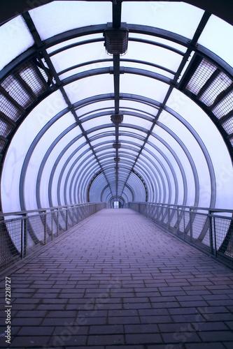 Papiers peints Tunnel futuristic glass tunnel