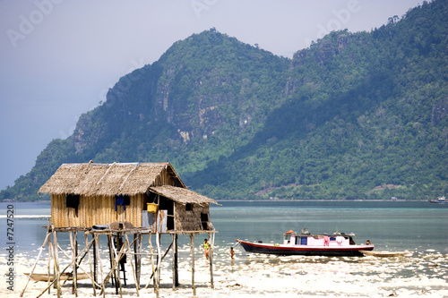 Foto op Aluminium Arctica Native Hut and House Boat