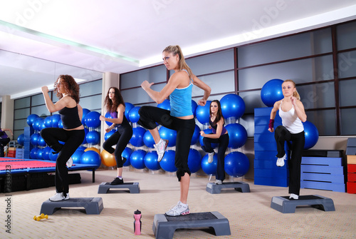 Fotografie, Obraz  girls stepping in a fitness center