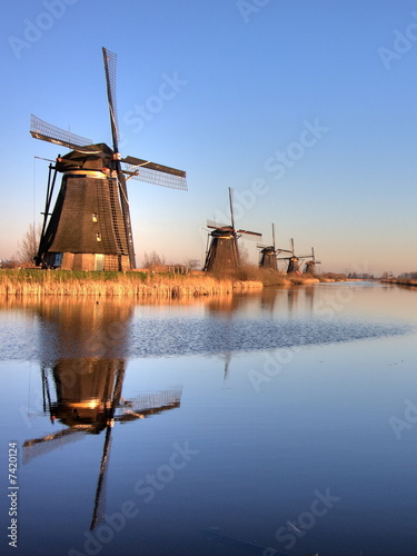 Foto-Kassettenrollo premium - Windmills (von Wallace)
