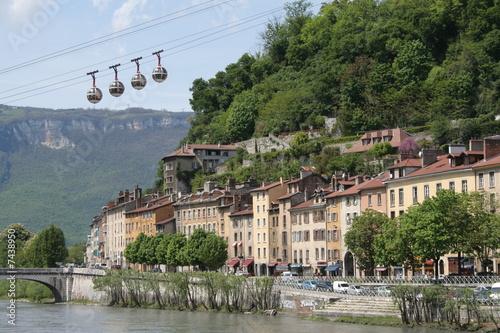 Poster de jardin Ville sur l eau Quais de Grenoble avec les Bulles