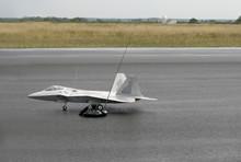 Avion Radiocommandé F 22 - 1