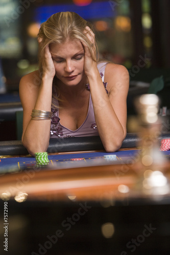 фотография  Woman losing at roulette table