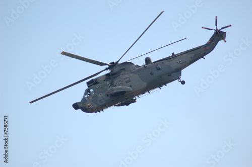 Türaufkleber Hubschrauber Hubschrauber im Sinkflug