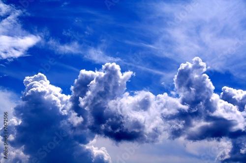 La pose en embrasure Bleu fonce ciel bleu