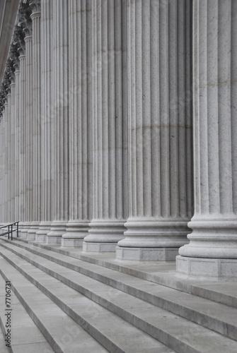 Fotografia Portrait view of large historical row of columns