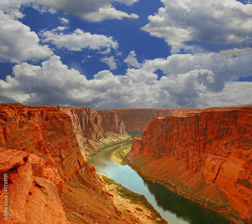 Spoed Foto op Canvas Donkergrijs Water in the Beginning of the Grand Canyon
