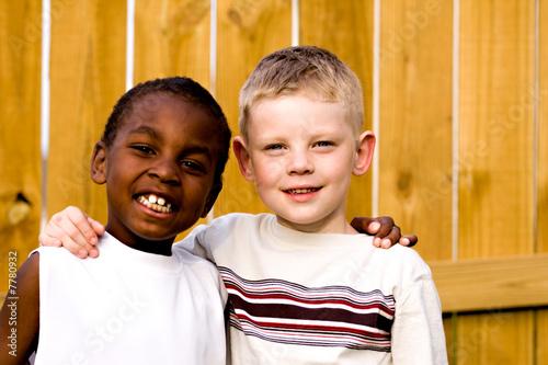 Obraz two friends playing outside - fototapety do salonu