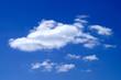 Leinwandbild Motiv Weise Wolke am blauen Himmel