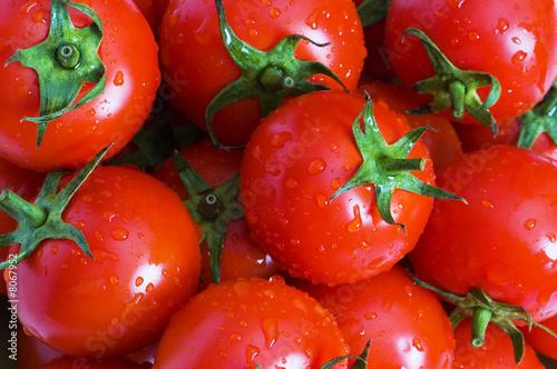 Foto-Kissen - Wet whole tomatos arranged at the market