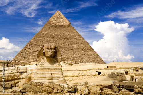 Fotografia Egyptian Sphinx and Pyramid