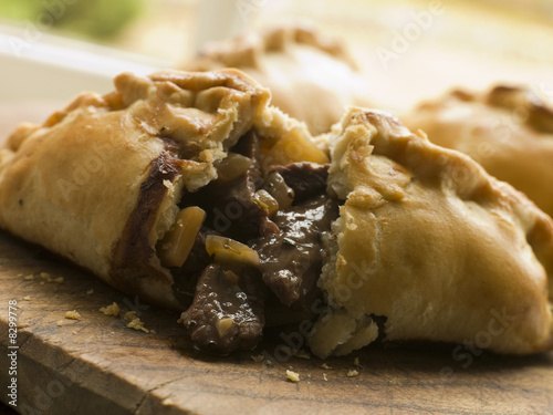 Photo Traditional Cornish Pasty broken open