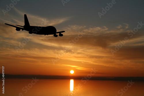 Papel de parede  Plane flying towards sunset illustration