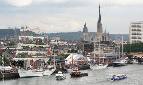 Rouen pendant l'armada Wallpaper Mural
