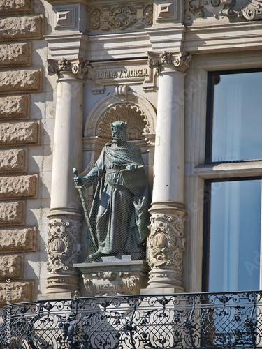 Photo  hamburger rathaus, statue lothar von sachsen