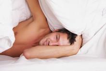 Sleeping Man - Mann Unter Der Bettdecke