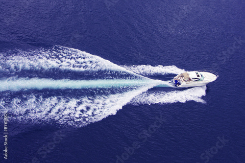 Fotografie, Obraz  fast motor boat with splash and wake