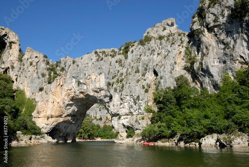 In de dag Rivier Pont d'Arc (arch bridge) over the Ardèche River, France