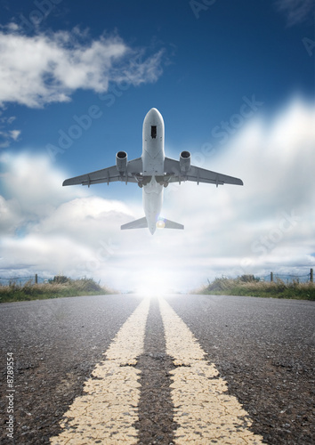 Photo Roads and planes.