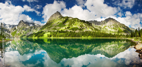 Fotobehang Bergen Beautiful lake in Altai mountains